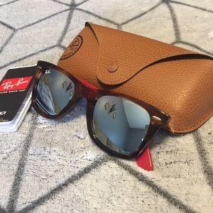 New! Ray-Ban wayfarer bicolored, mirrored lenses